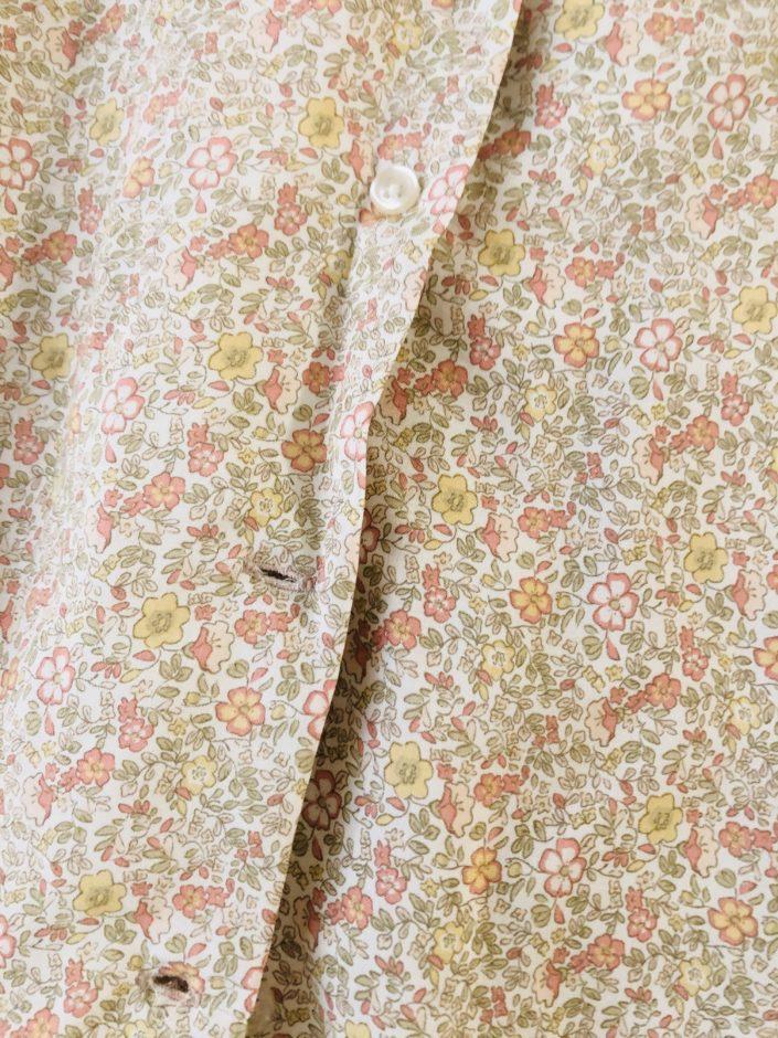しまむらの襟付き花柄シャツ
