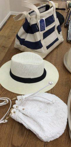 30代女子のプチプラファッション「coca」のバッグと帽子
